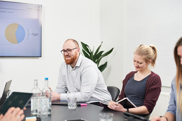 Mitarbeiter im Konferenzraum